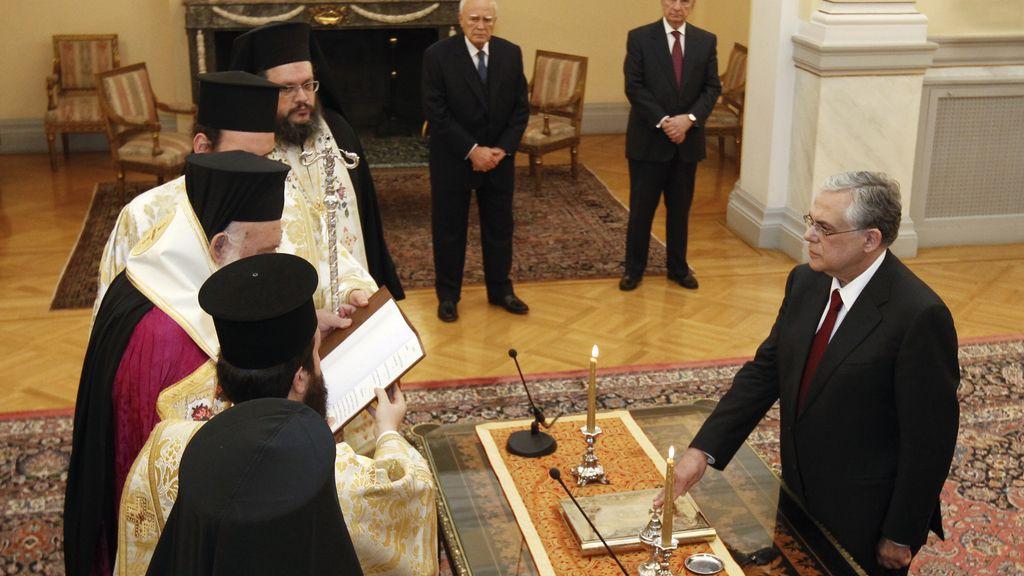 Papademos y su gabinete toman posesión de su cargo