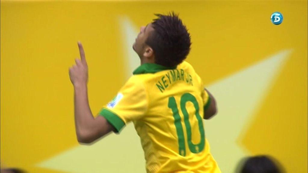 Neymar celebra el primer gol de Brasil en la Confederaciones