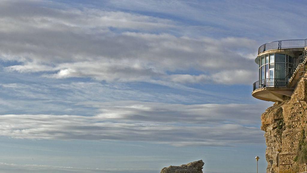 Pasion Vega nos muestra los espectaculares acantilados de Nerja