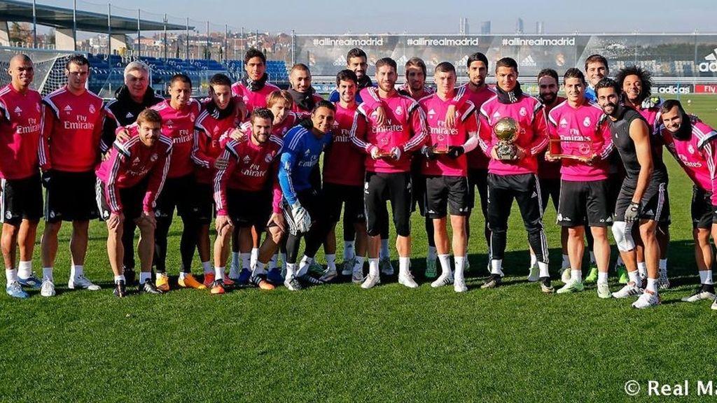 Cristiano comparte con sus compañeros su tercer Balón de Oro