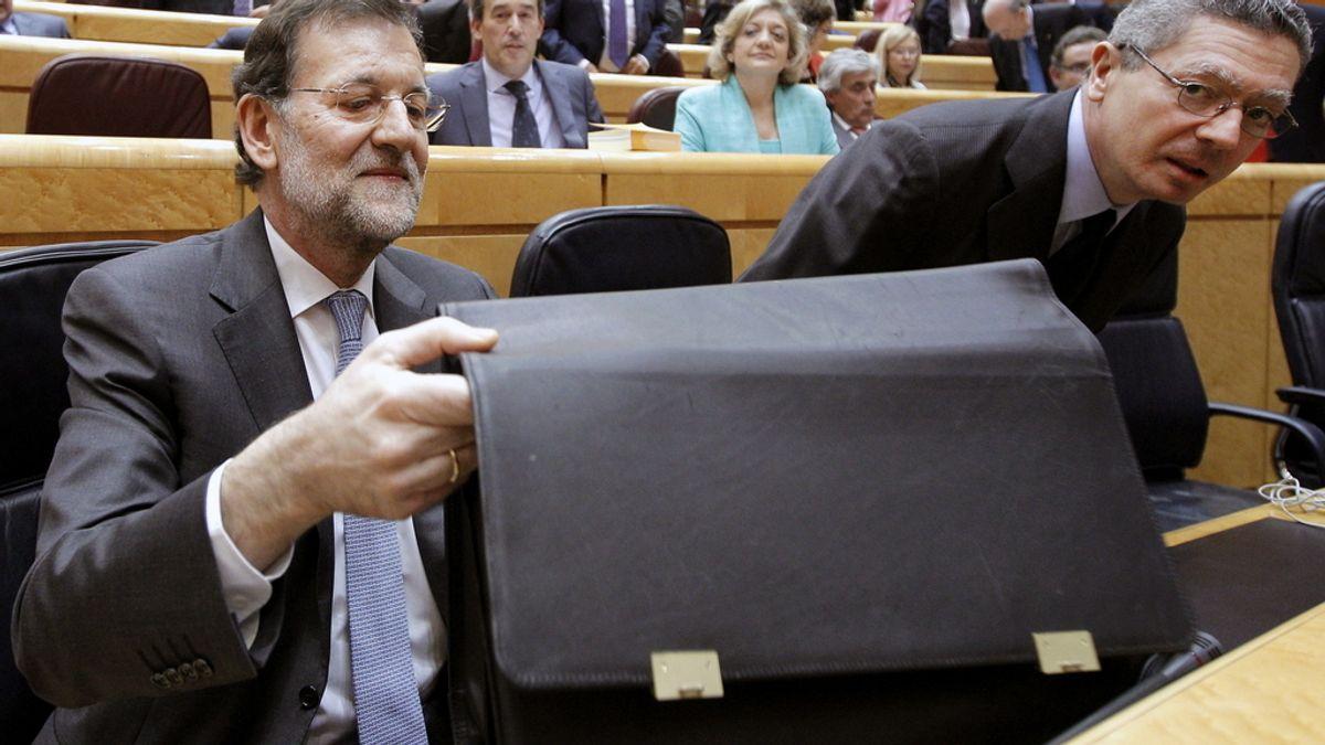El presidente del Gobierno, Mariano Rajoy, junto al ministro de Justicia, Alberto Ruiz-Gallardón en el Senado