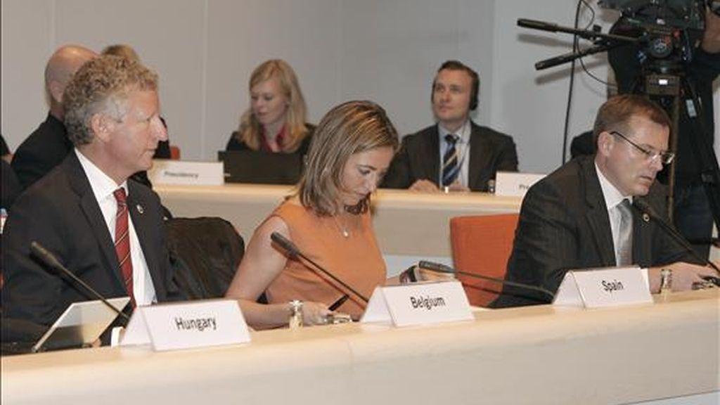 La ministra de Defensa, Carme Chacón (C), durante la reunión informal de ministros de Defensa de la Unión Europea, que se celebra en Göteborg (Suecia). EFE