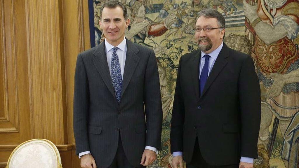 El rey Felipe VI recibe al representante de Foro Asturias, Isidro Manuel Martínez