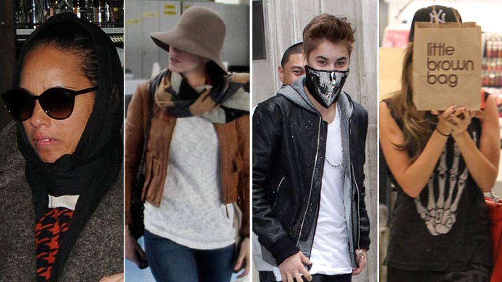 Tras una bolsa, una máscara o una almohada para pasar desapercibidos