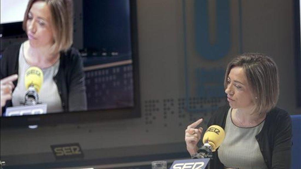 La ministra de Defensa, Carme Chacón, durante la entrevista que concedió hoy a la cadena Ser. EFE/Zipi