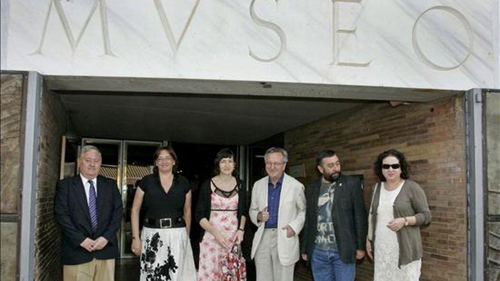 La ministra de Cultura, Ángeles González-Sinde (c), visita el Museo Nacional de Arte Romano (MNAR) junto al arquitecto Rafael Moneo (3d), encargado del proyecto de ampliación del centro. EFE