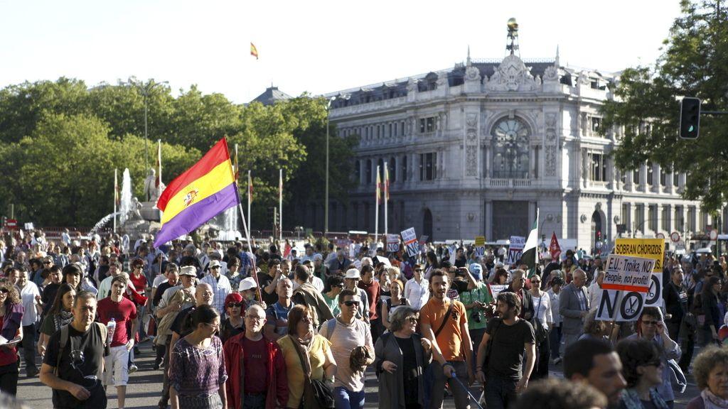 """Cientos de personas marchan en Madrid contra la Troika y el """"austericidio"""""""