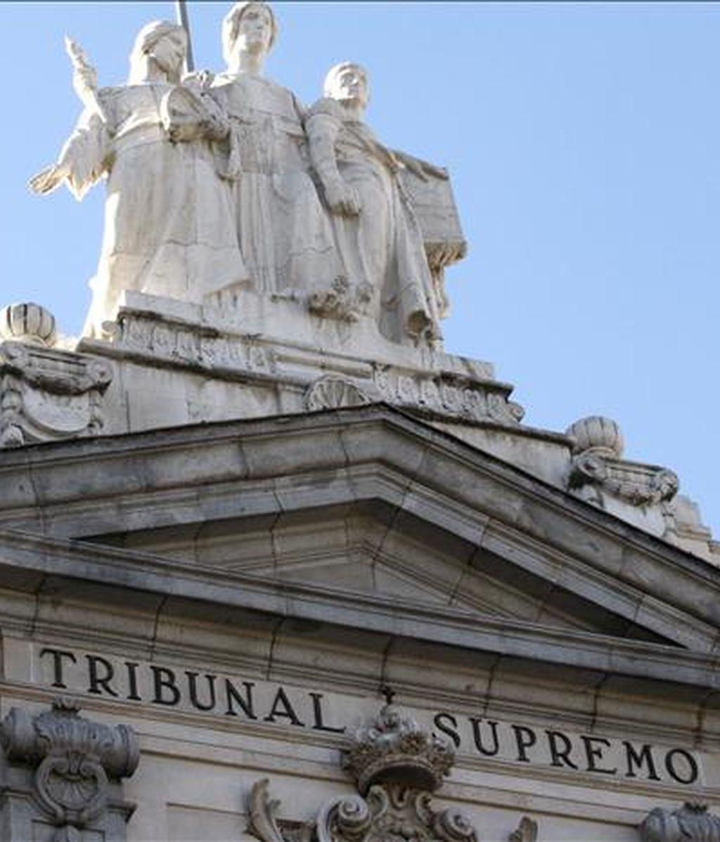 Detalle escultórico de la fachada principal del Tribunal Supremo. EFE/Archivo