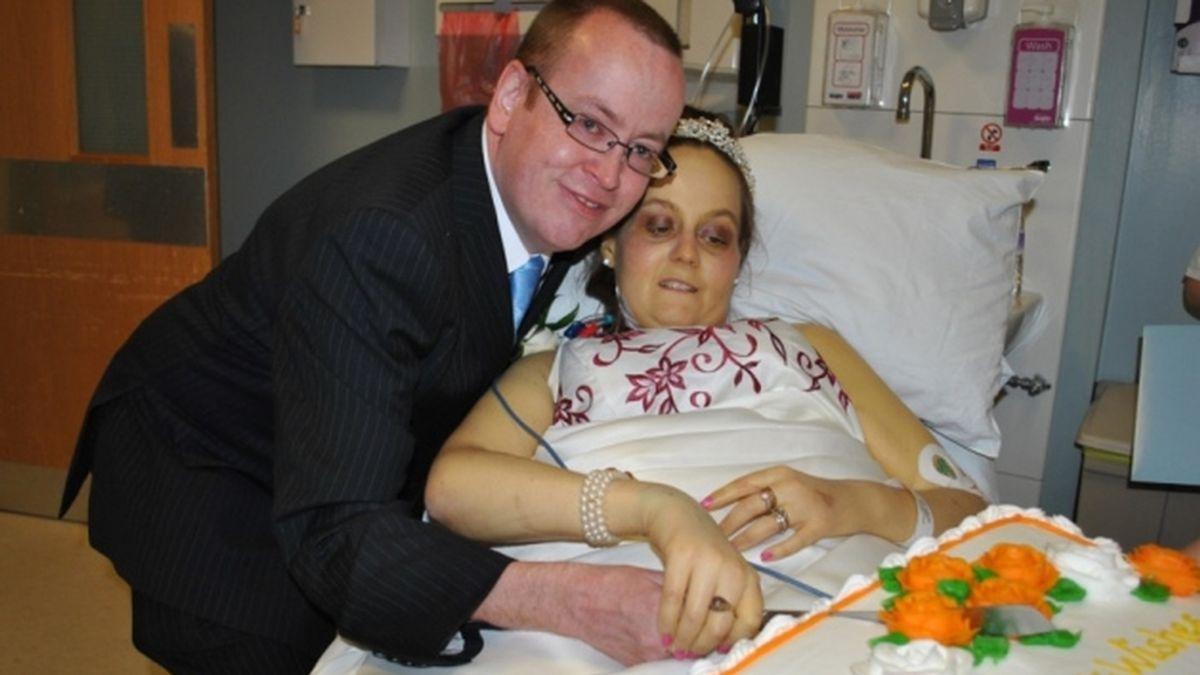 Muere seis días después de haberse casado en el hospital