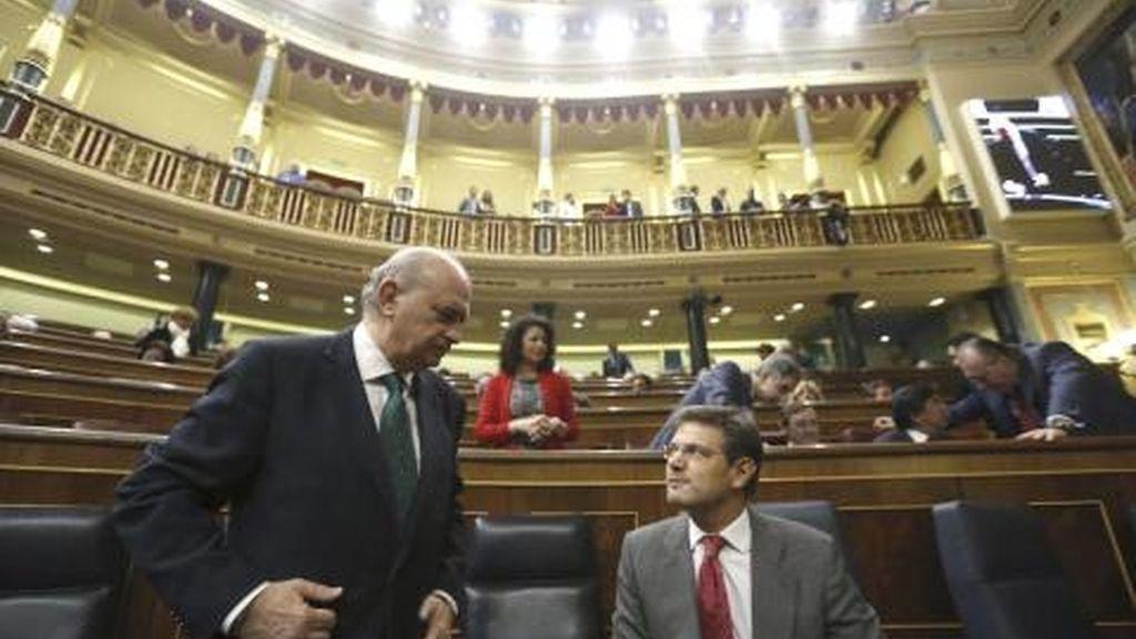 Jorge Fernández Díaz y Rafael Catalá en el Congreso de los Diputados