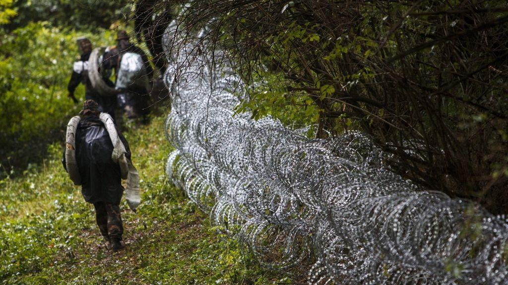 Hungría sella su frontera con Croacia