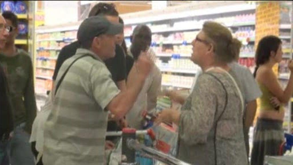 Los indigandos asaltan un supermercado