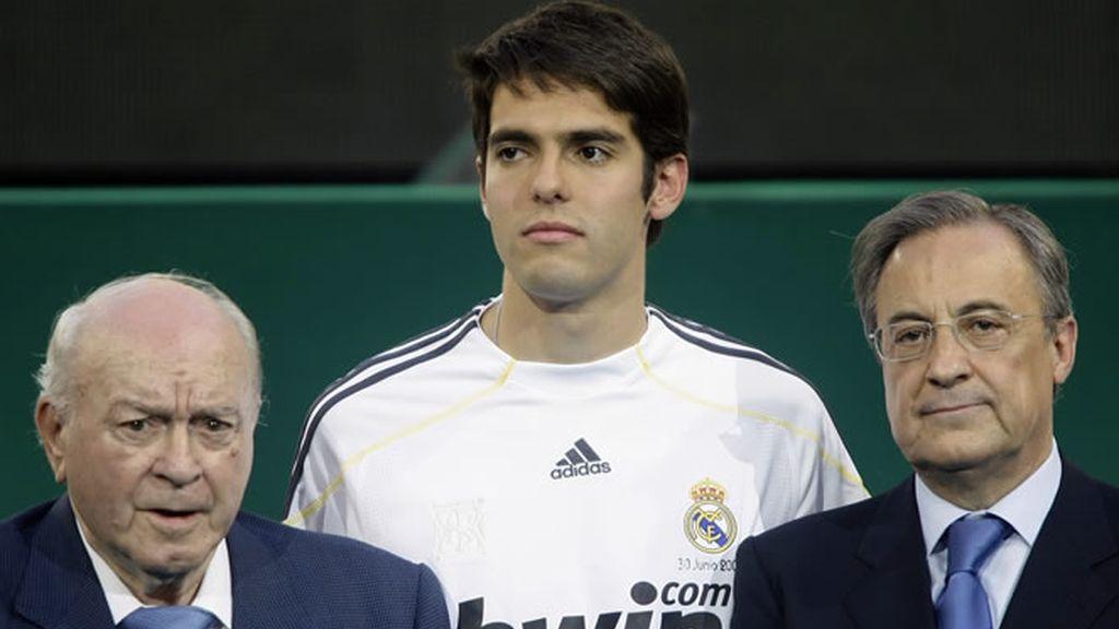 Florentino Pérez y Di Stefano acompañan a Kaká