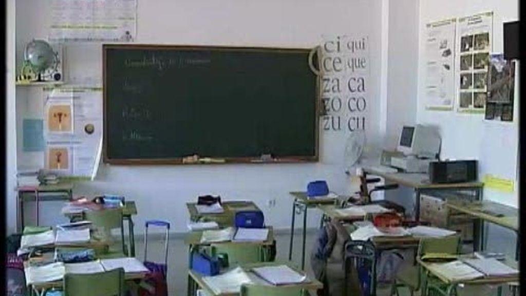 Retiran los crucifijos de un colegio en Almendralejo