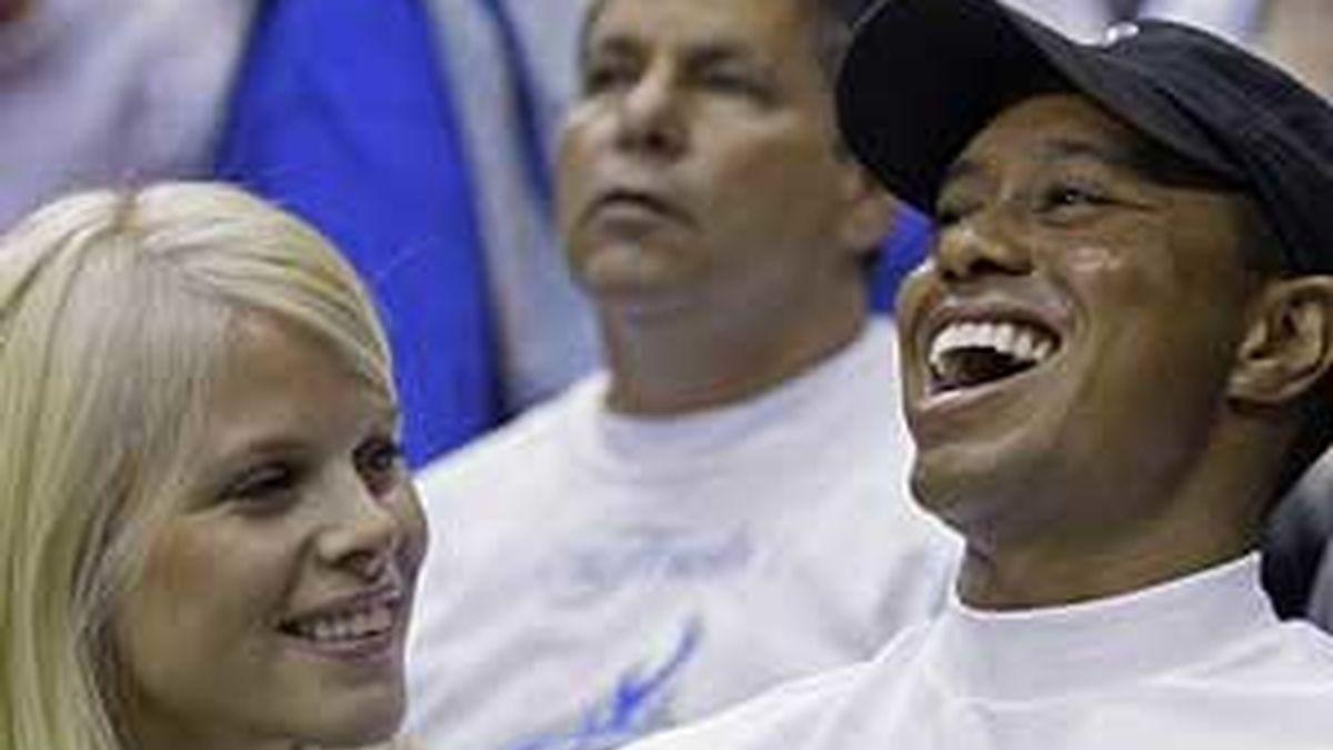 Elin, la mujer de Tiger Woods, ha recibido publicamente las disculpas de su marido por sus infidelidades. FOTO: AP