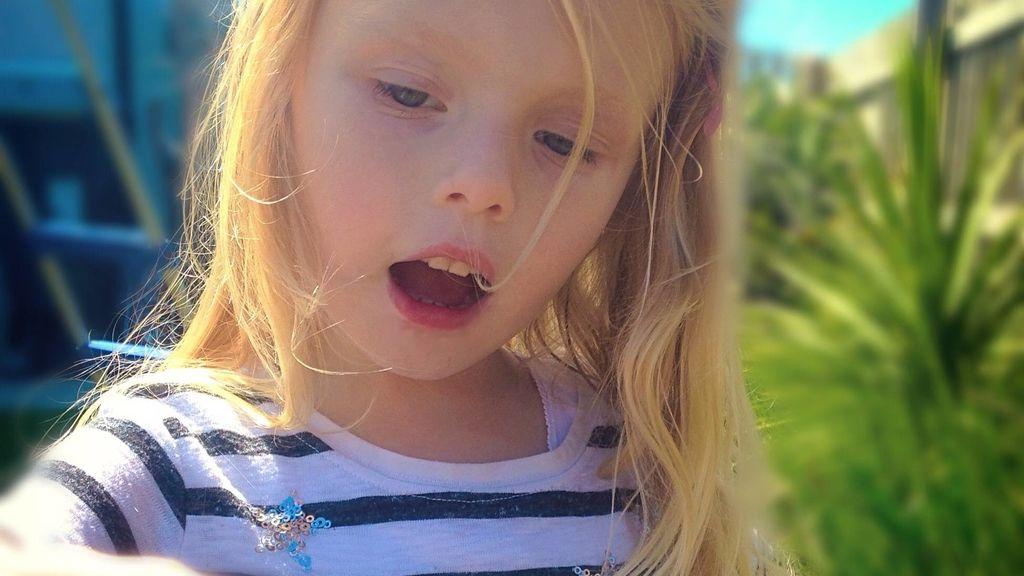 Coco, la niña con autismo que dejó hablar