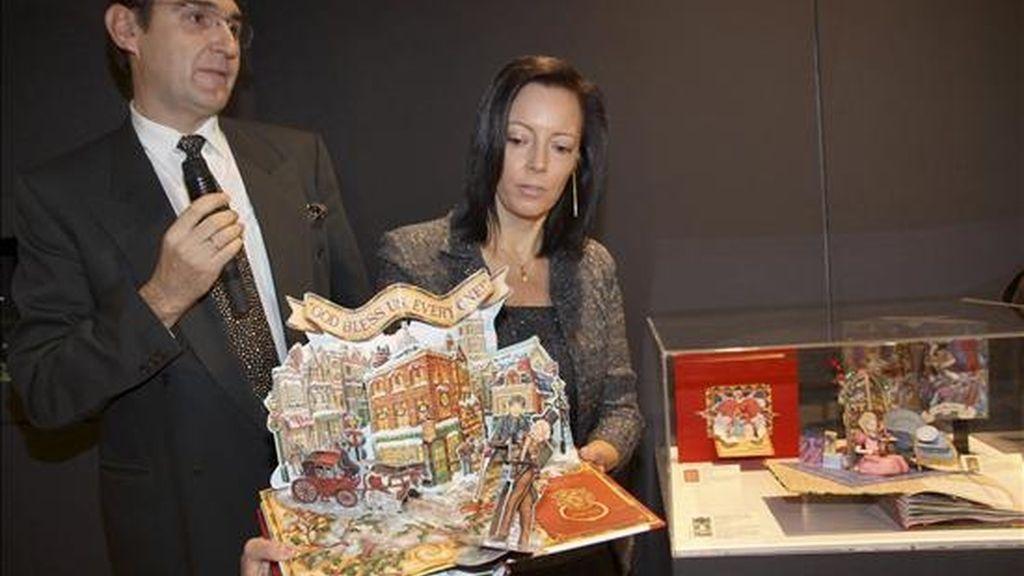 Ana María Ortega Palacios y Álvaro Gutiérrez Baños, un joven matrimonio palentino que a lo largo de su vida y tras muchos viajes por el mundo ha conseguido reunir más de 2.000 libros desplegables, antiguos y modernos. EFE