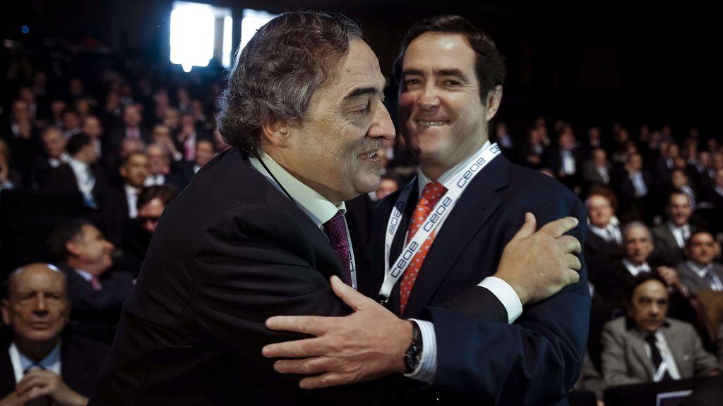 Jua Rosell y Antonio Garamendi se saludan