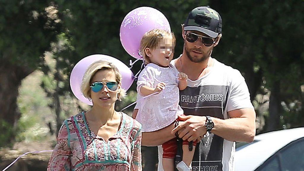 Sasha y Tristan convertían en familia numerosa  a Elsa Pataky y Chris Hermsworth