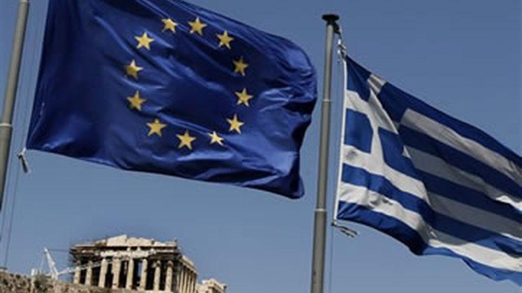 La 'troika' recomienda desbloquear la ayuda de 8.000 millones para Grecia