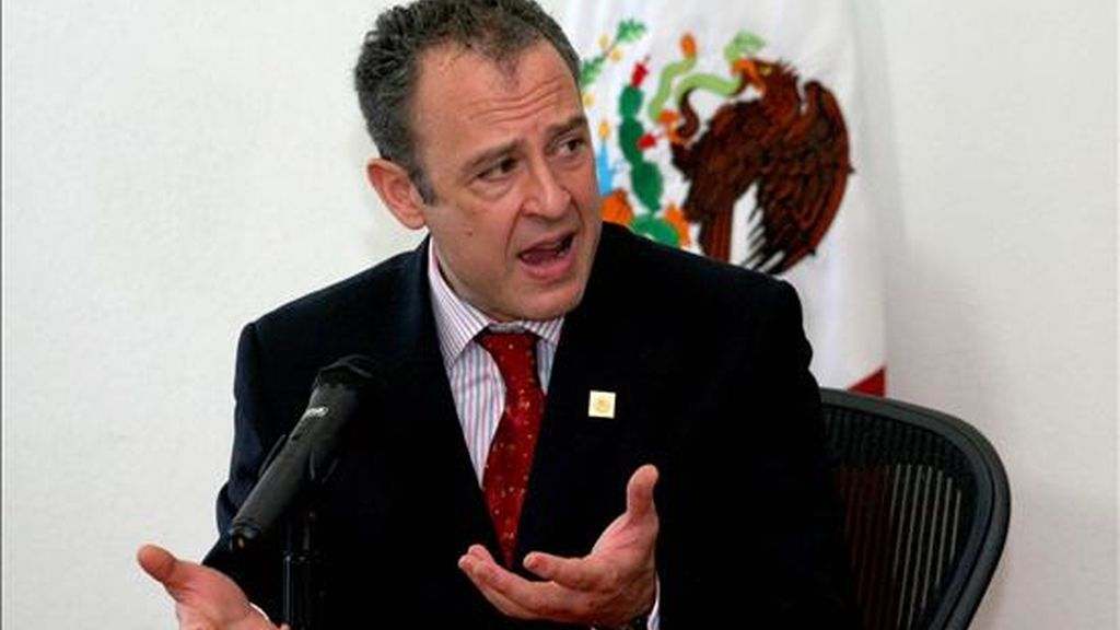 """""""Lo que tenemos que entender es que seremos capaces de controlar nuestra frontera si controlamos el tráfico ilícito en ambas direcciones"""", dijo el embajador de México Arturo Sarukhán. EFE/Archivo"""
