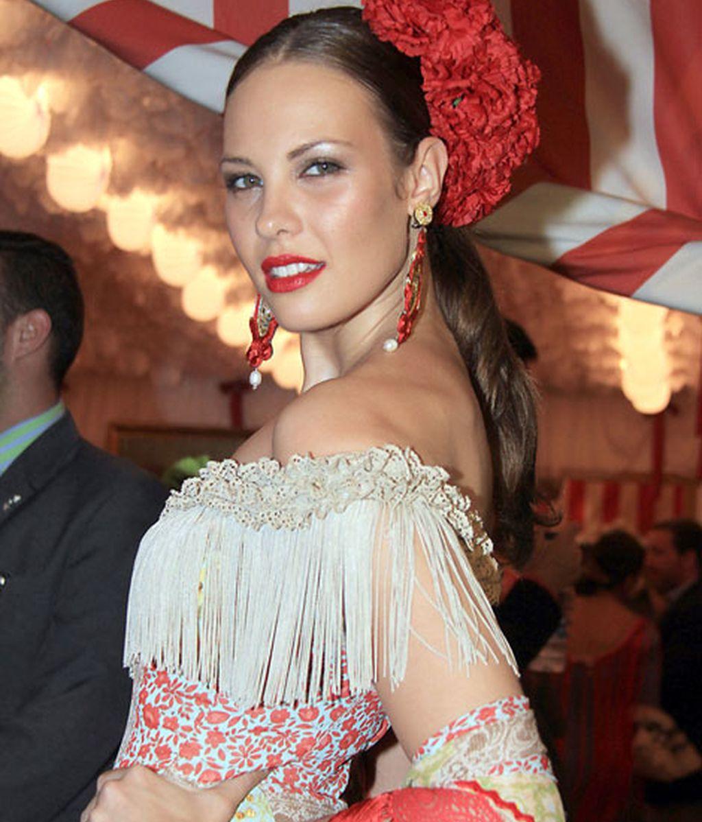 Jessica Bueno, impresionante vestida de flamenca