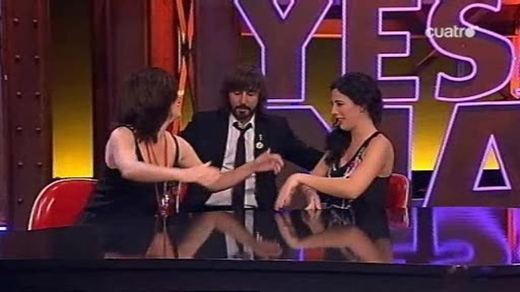 Samantha Villar y Susanna Bergés se besan delante de Santi.... ¿Perdona?