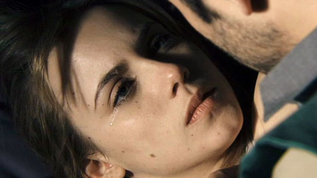 Valeria y Natael se besan