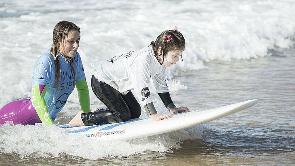 Las entrañables imágenes de Kind Surf en aguas valencianas y asturianas