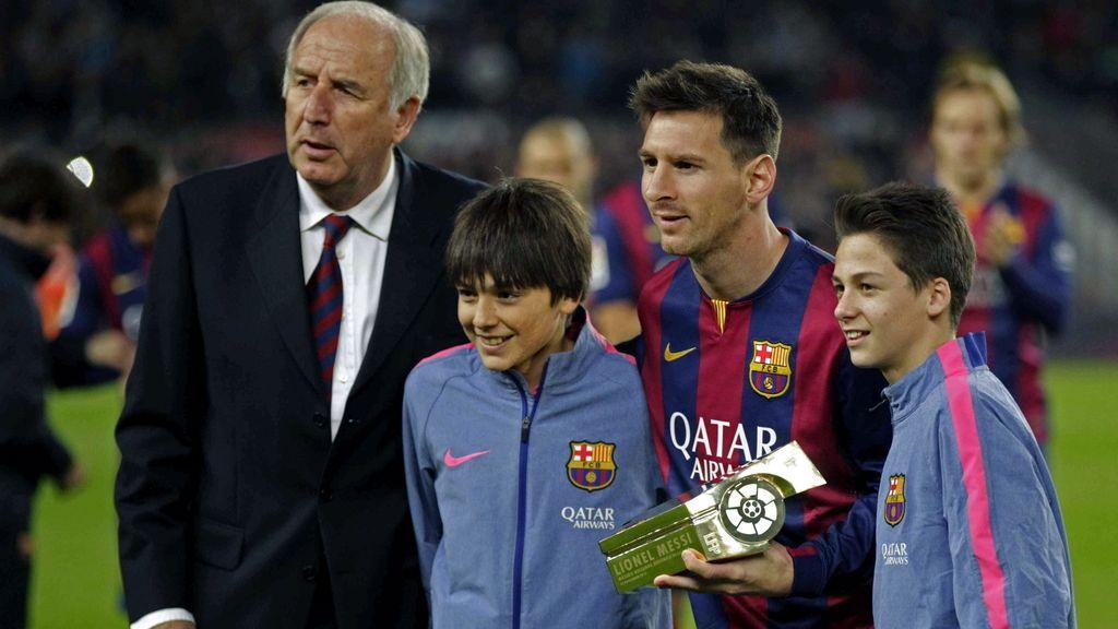 Messi recibe el trofeo de máximo goleador de la Liga