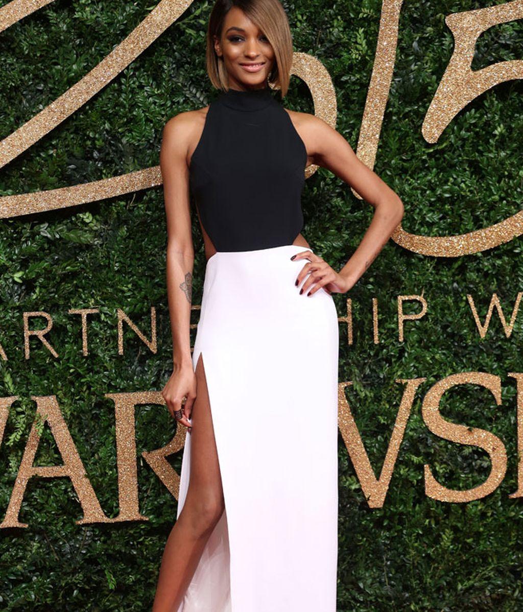 Jourdan Dunn, 'Mejor Modelo del Año', elegante blanco y negro