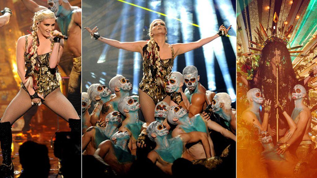 Kesha emuló a Lady Gaga en su actuación
