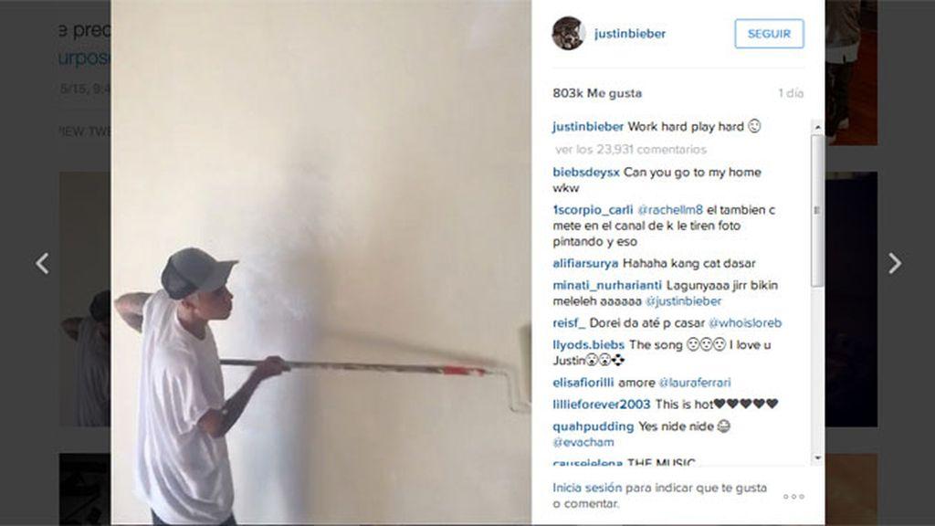 Justin Bieber haciendo trabajos comunitarios