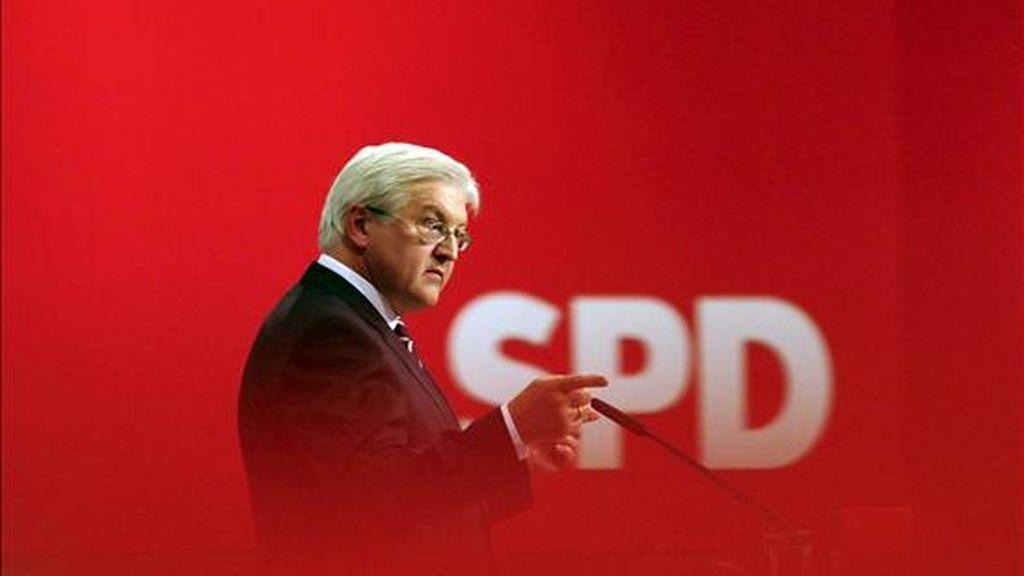 El candidato del Partido Socialdemócrata Alemán (SPD) a la cancillería y ministro de Asuntos Exteriores, Frank-Walter Steinmeier, durante el congreso electoral de la formación en Berlín, Alemania, hoy. EFE