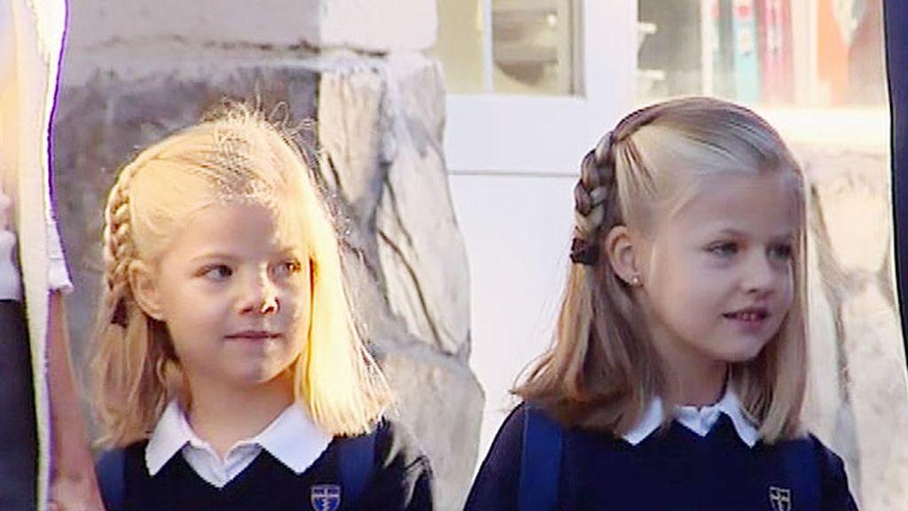 Las Infantas no se han soltado la mano durante el camino al colegio
