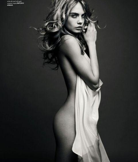 Cara Delevingne Casi Desnuda En Love