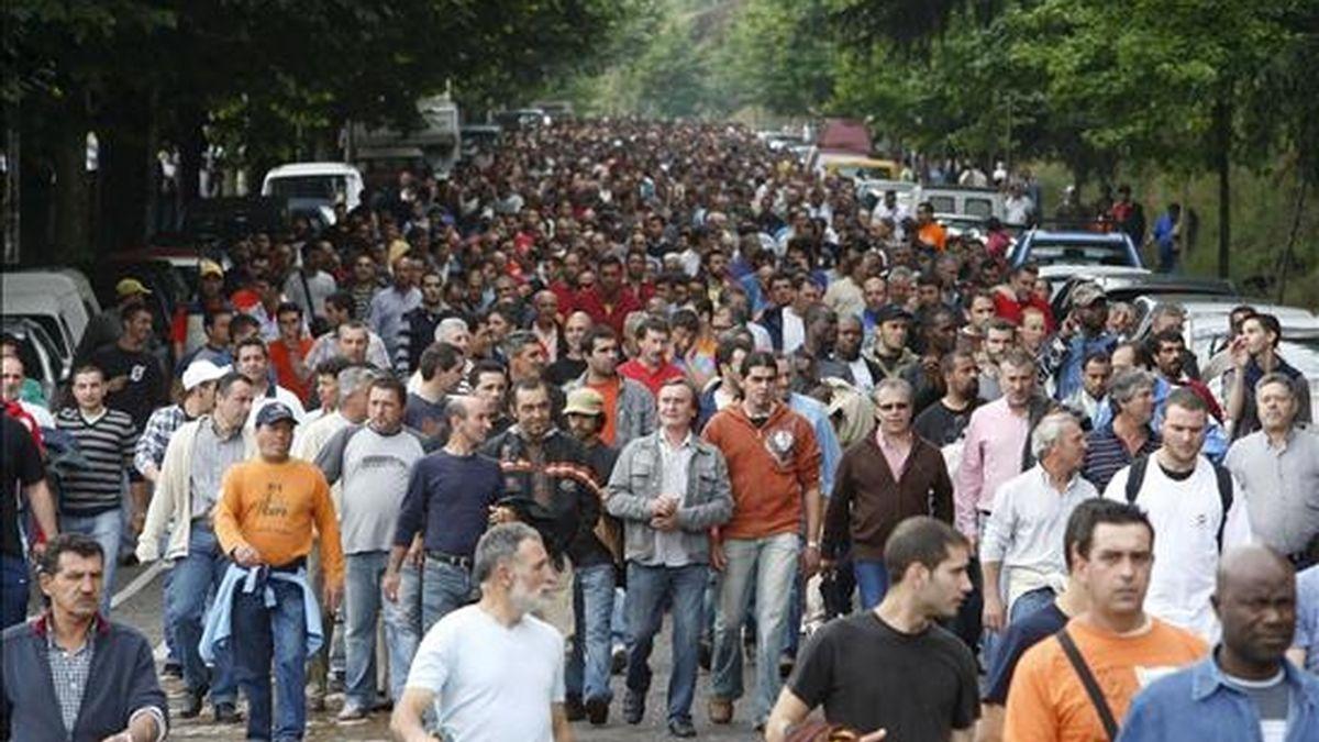 Momento de la manifestación de los trabajadores del metal de Vigo que ha tenido lugar en la ciudad viguesa durante la séptima jornada de huelga que mantienen para lograr sus reivindicaciones en el convenio colectivo. EFE