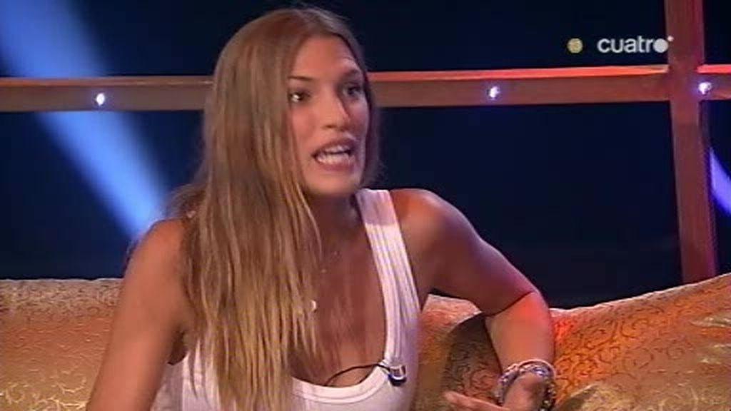 Laura Sánchez le vio las tetas a Pamela Anderson