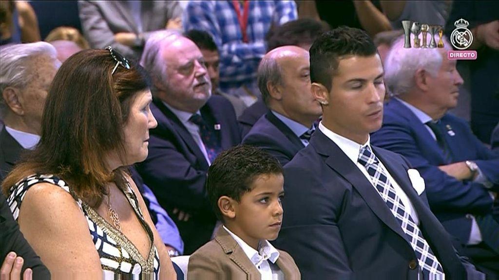 Crisitiano, Cristiano Junior y la madre del crack, no se perdieron ni un detalle del homenaje del club
