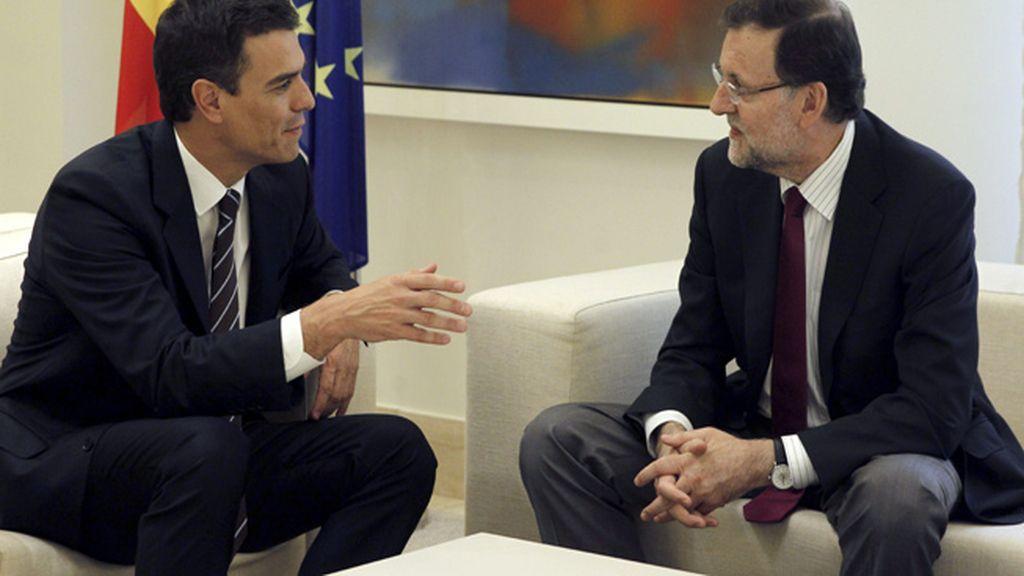 Primer encuentro entre el presidente del Gobierno, Mariano Rajoy y el nuevo secretario general del PSOE, Pedro Sánchez, en La Moncloa