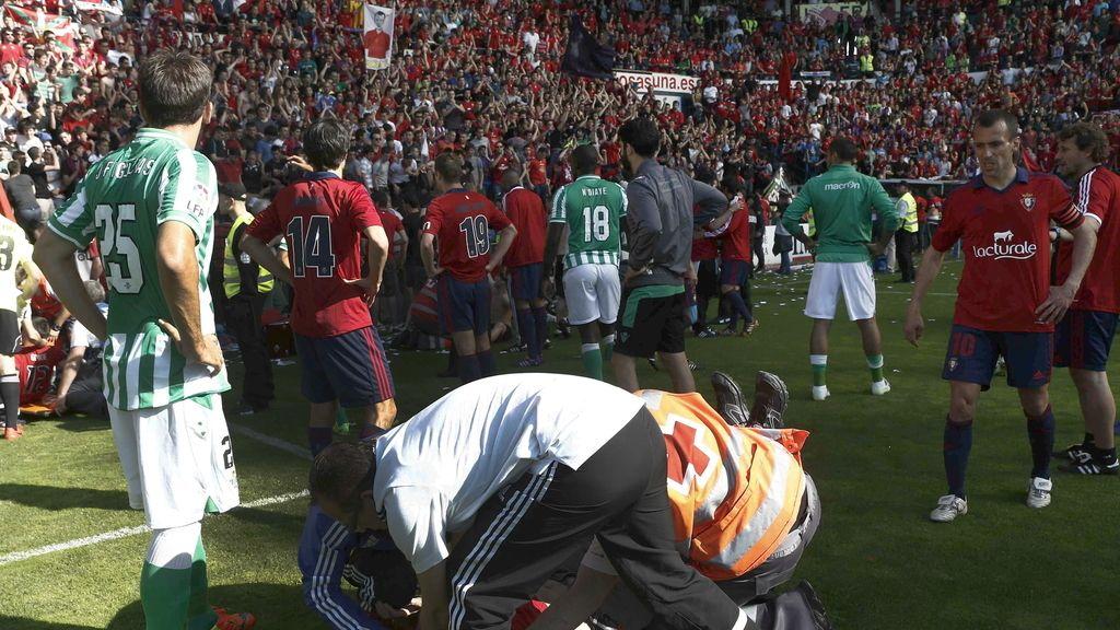 Aficionados y futbolistas han ayudado a las personas heridas