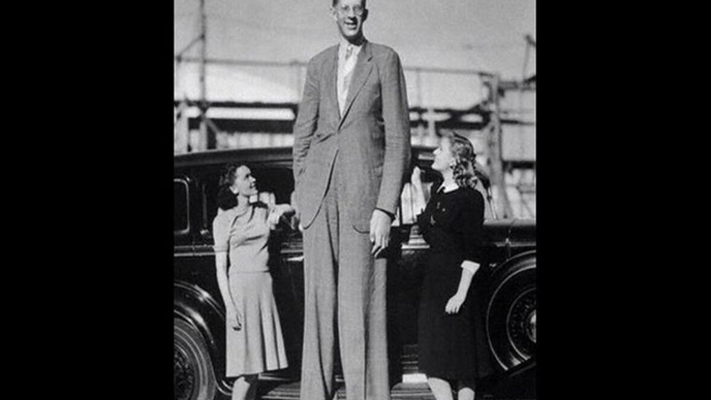 El hombre más alto del mundo, Robert Wadlow, conocido como 'El gigante de Illinois'. Medía unos 272 cm. Murió en 1940