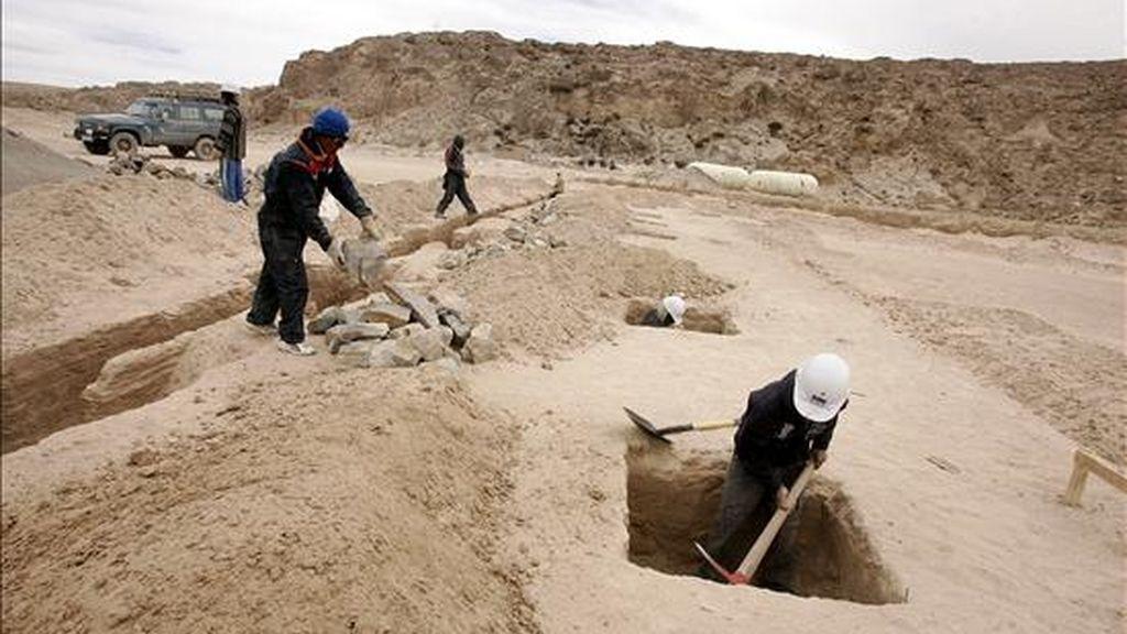 El litio boliviano se halla en el Salar de Uyuni, que tiene una superficie de 10.000 kilómetros cuadrados, una profundidad de hasta 220 metros y que se ubica en la región andina de Potosí. EFE/Archivo