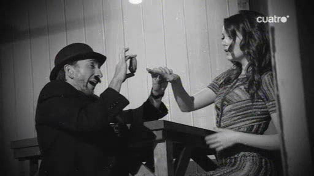 Pablo Motos y Emma Stone recrean una escena de cine mudo