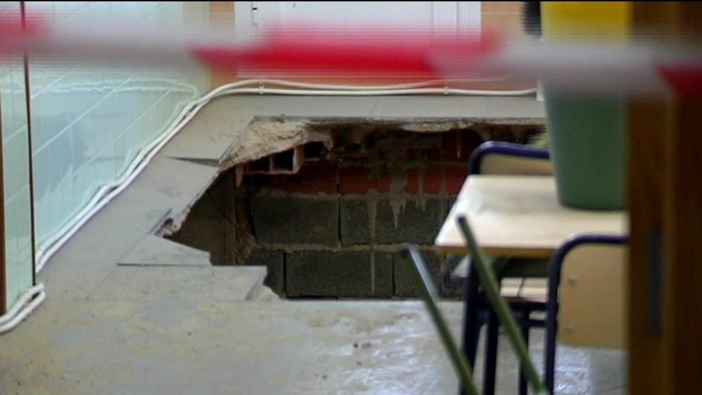 Se derrumba el suelo de un aula en Santa Pola