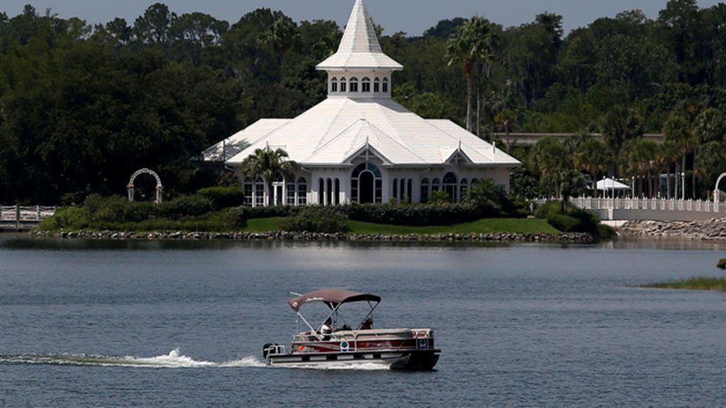 Continúa la búsqueda del niño atrapado por un caimán en Disneyland
