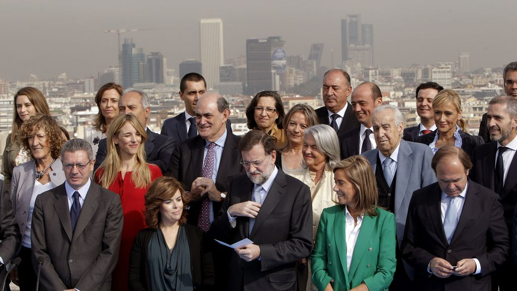 El presidente del PP, Mariano Rajoy, junto a los candidatos de su partido a las elecciones del 20N por Madrid