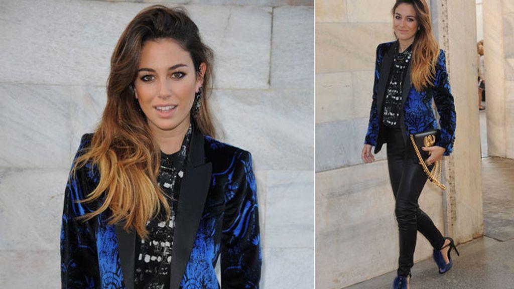 Camisa, zapatos de 'pompón' y pendientes: 'total look' de Cavalli para Blanca