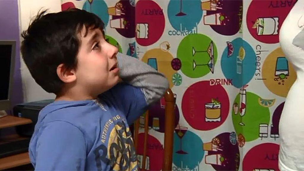 El pequeño agrede e insulta a su madre si le quita la consola