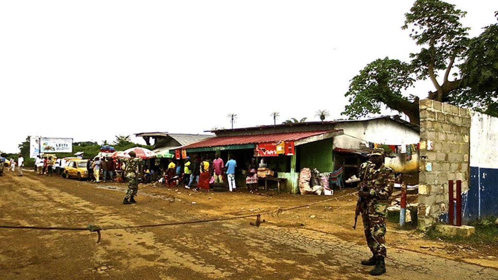 Liberia lucha contra la expansión del ébola